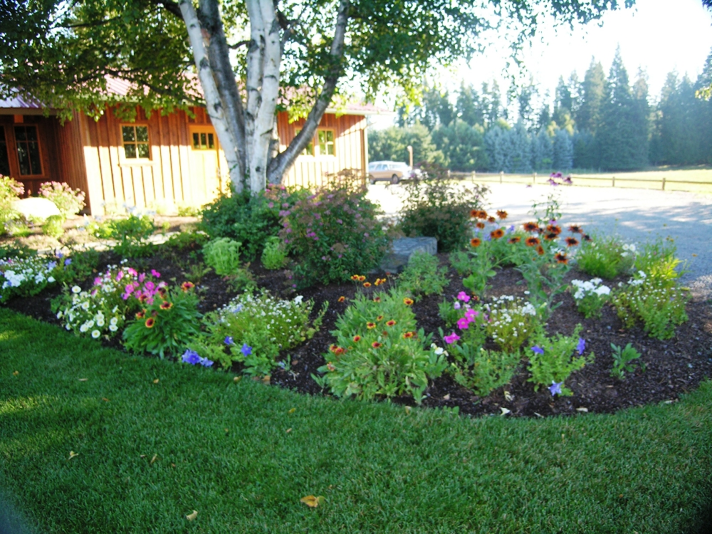 Landscaping flower beds images for Flower garden landscape