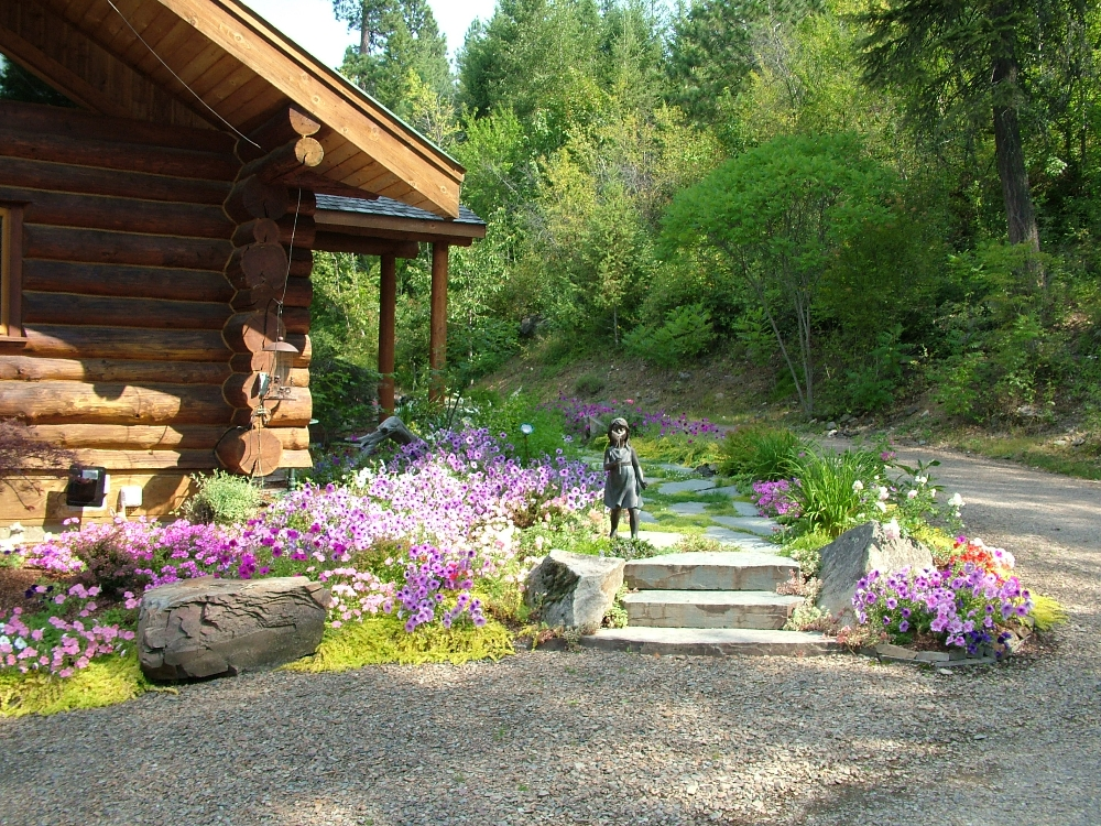 Landscaping Pictures For Log Homes : Log home turfcare landscaping in sandpoint idaho